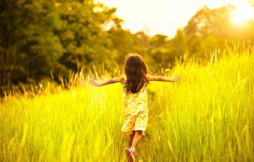 bambina-felicita-famiglia-associazione-vittoria-onlus-aiuto-malattia