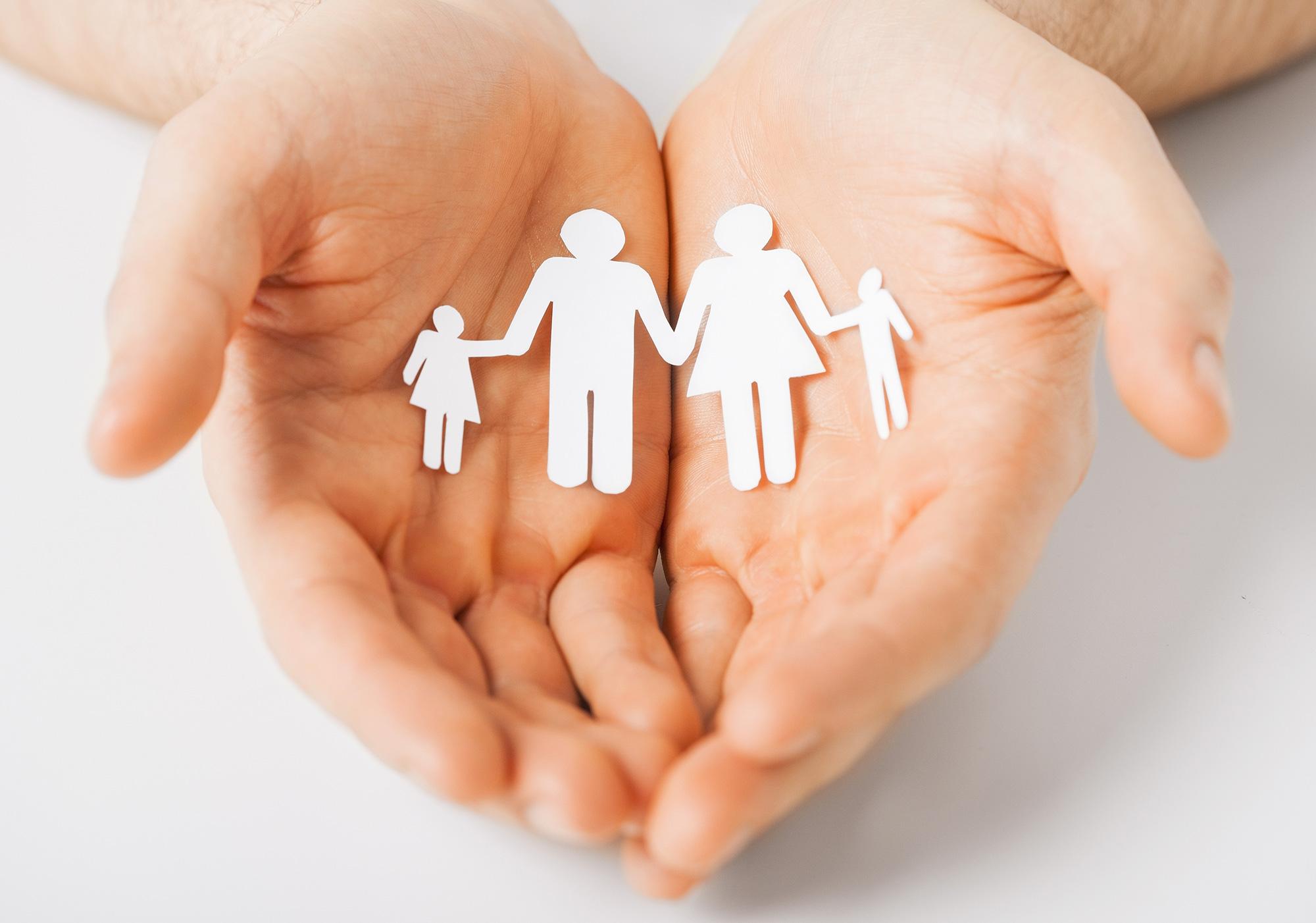 mani-famiglia-associazione-vittoria-onlus-aiuto-malattia
